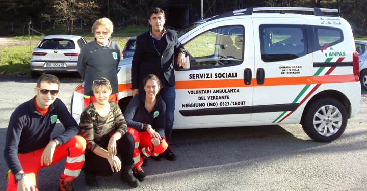 Ambulanza del vergante inaugura il nuovo mezzo per i for Servizi socio assistenziali