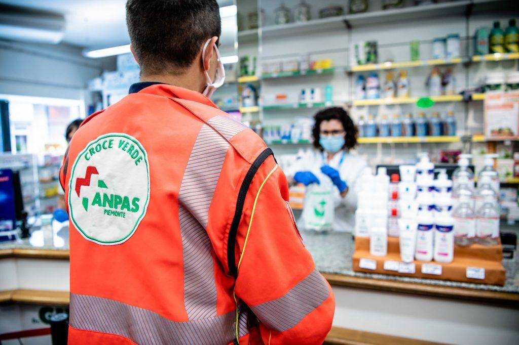 Volontario Anpas attività di ritiro e consegna farmaci a domicilio